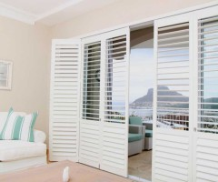 shutters-lounge-patio