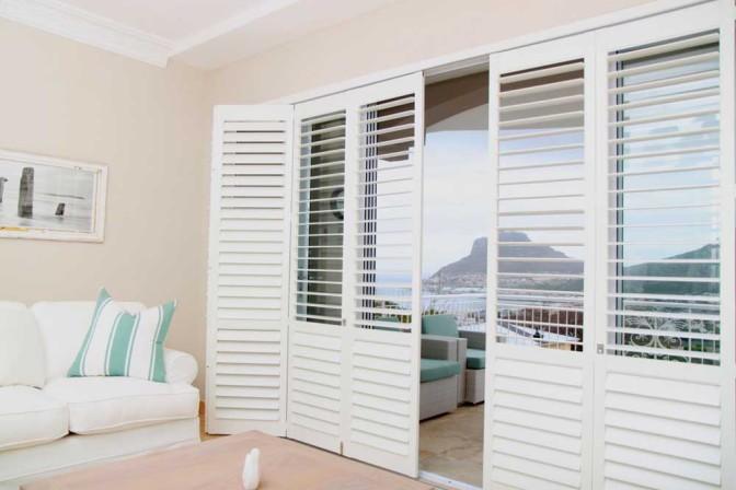 shutters-lounge-patio