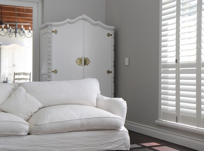 timeless-interior-design-with-shutters