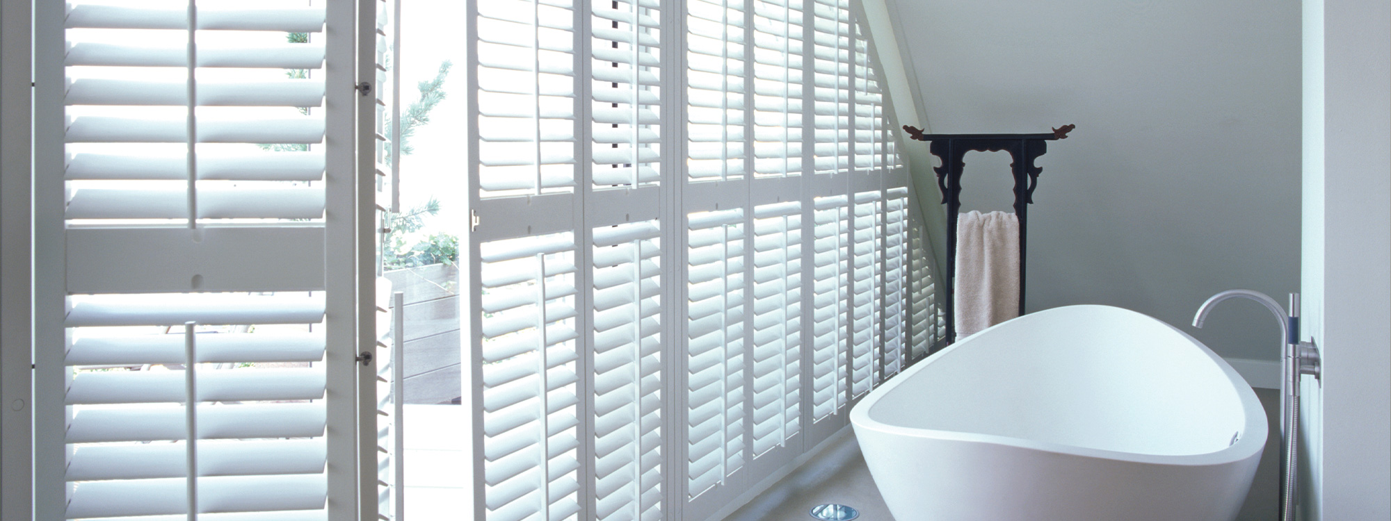Woodbury-shutters-bathroom-bathtub