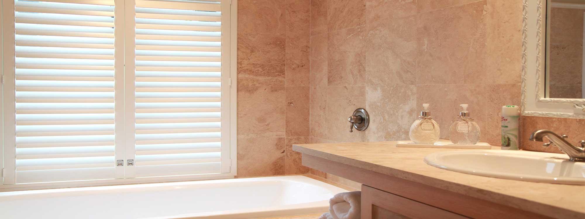 Decowood-shutters-bathroom-bath-sink