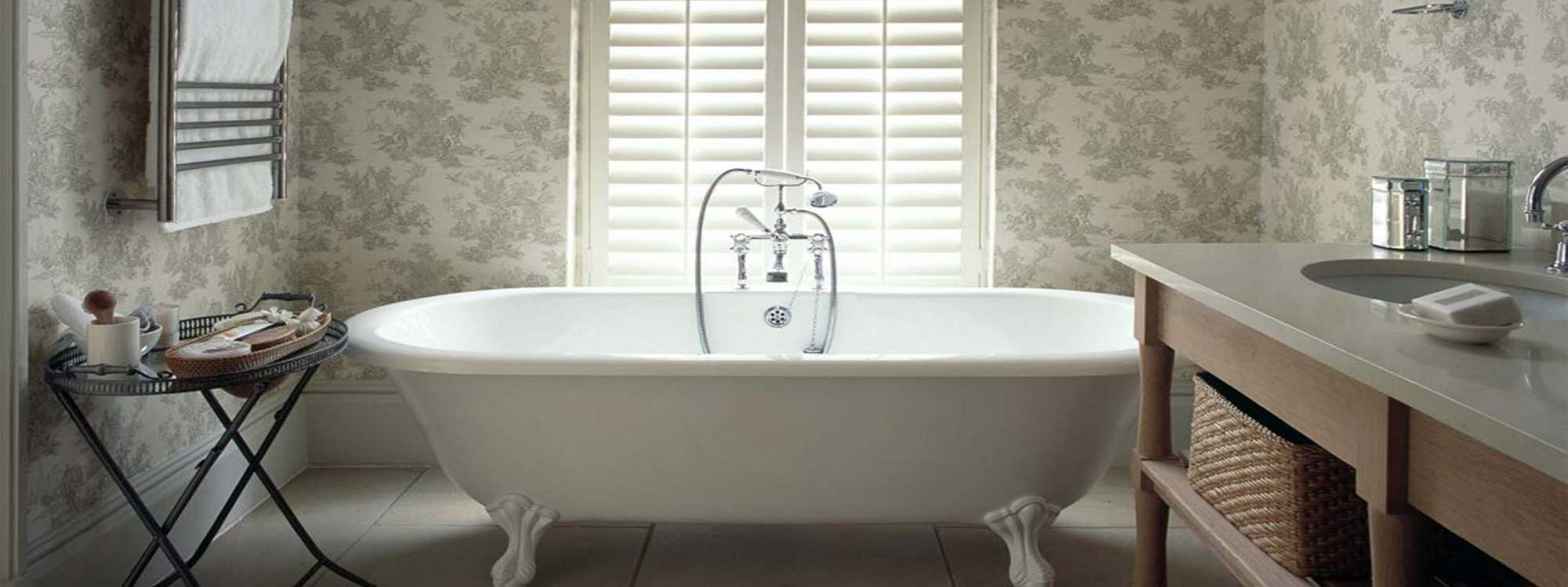 Woodbury-shutters-bathroom-wallpaper