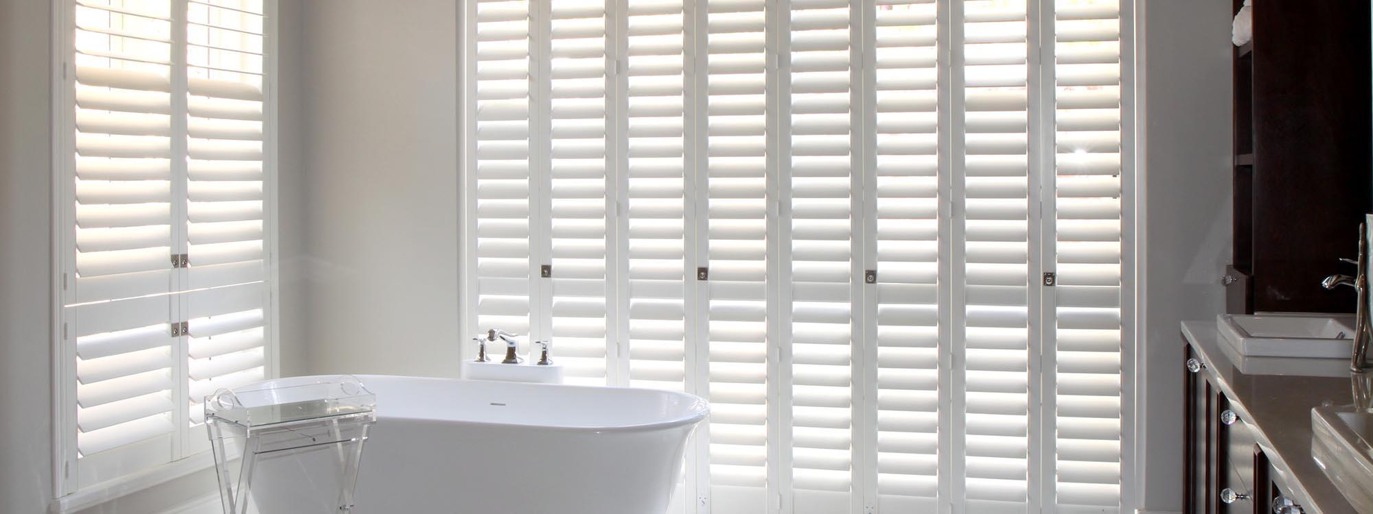 Decowood-shutters-bathroom-white