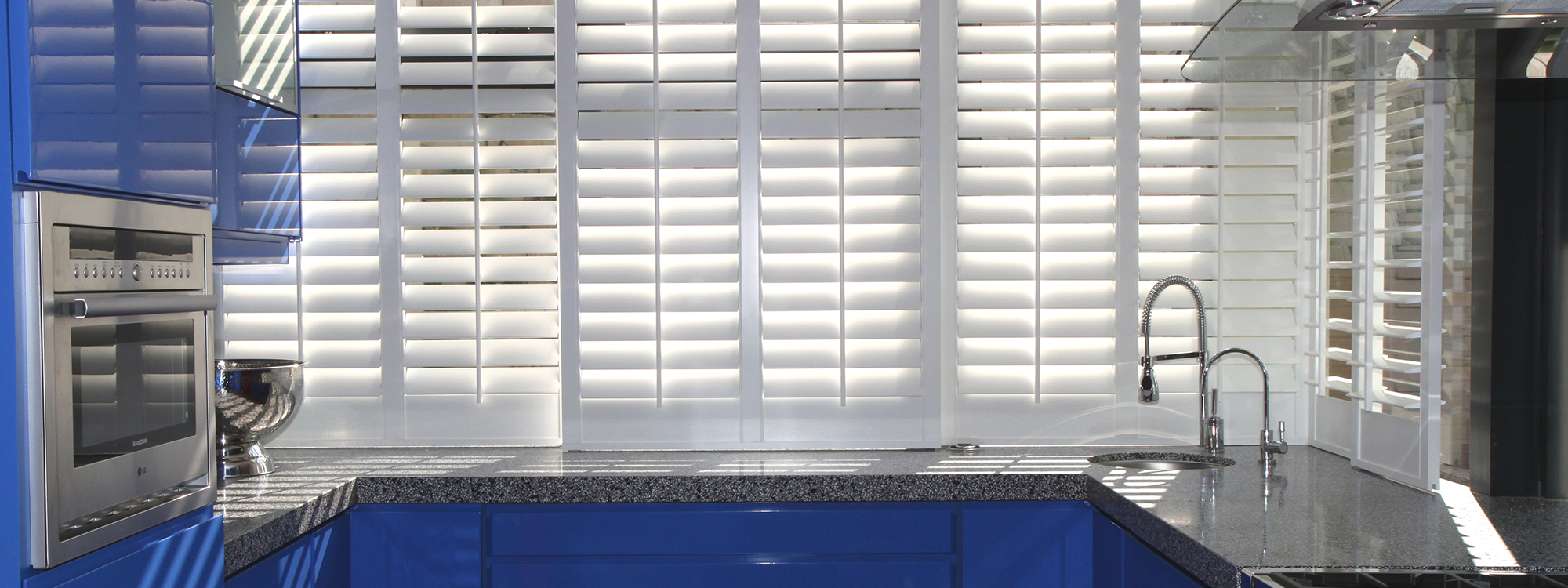 Decowood-shutters-kitchen-blue-finish-bypass