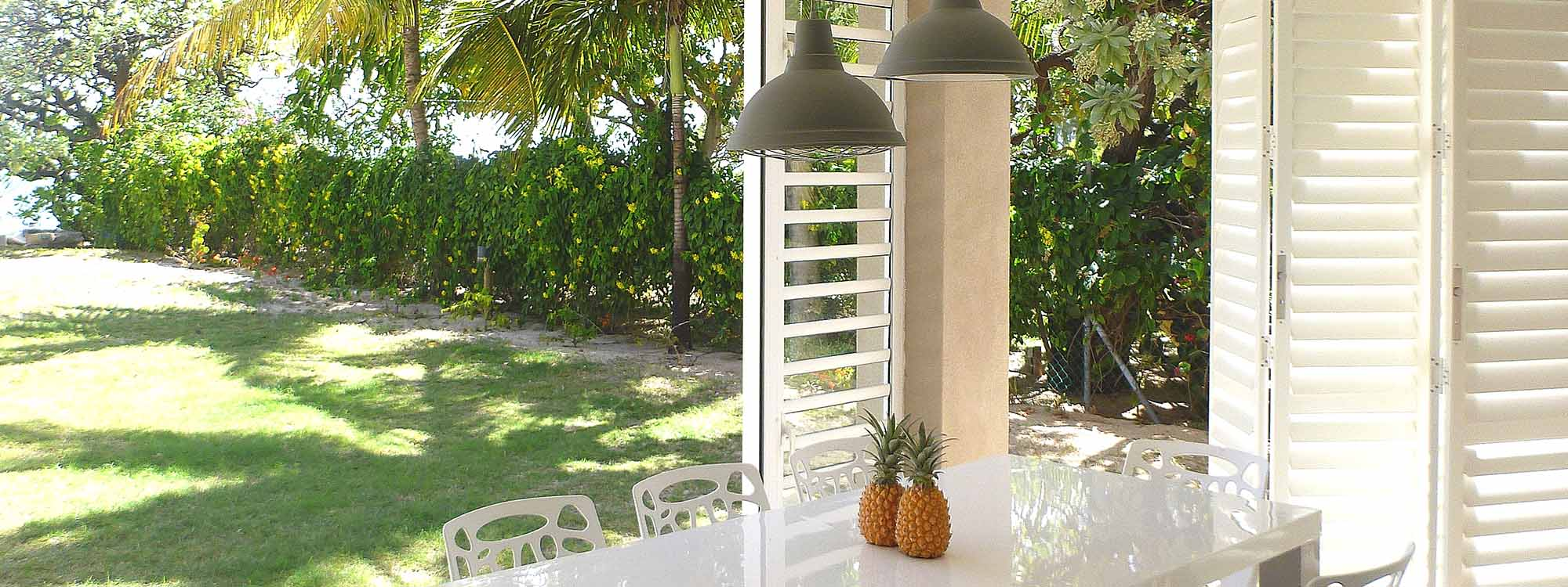 Security-shutters-patio-dining