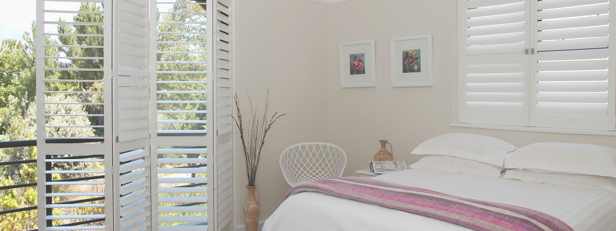 Decowood-shutters-Bedroom-silk-white-