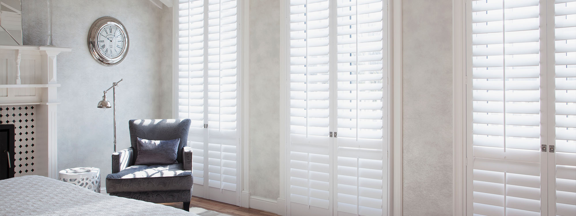 Decowood-shutters-bedroom-pure white